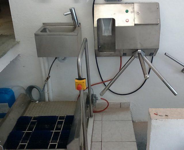 Hygieneschleuse mit Sohlenreinigung